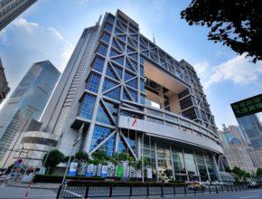 От других подобных платформ Шанхайская фондовая биржа отличается проведением жесткой политики в сфере финансов.